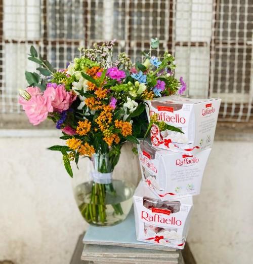 זר פרחים בואזה ושוקולד
