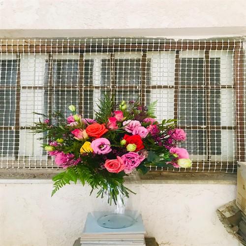 זר פרחים בצבעים