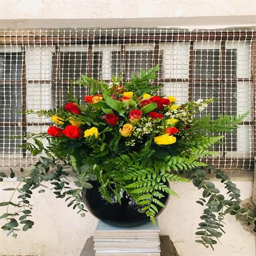 זר ורדים בצבעים